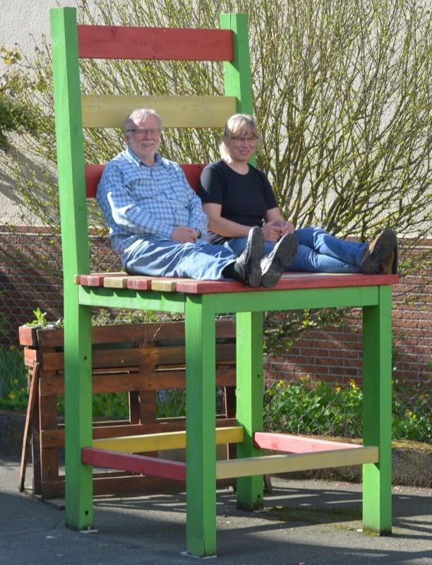 Christoph und Bärbel auf Stuhl