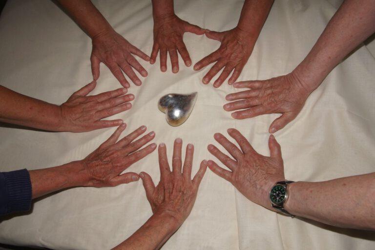 Hände der Mitmachmenschen