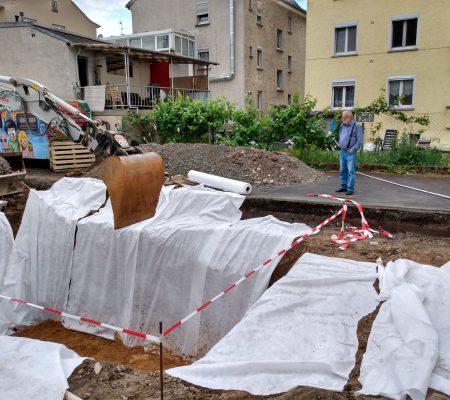 Baustelle im Hof mit Planen